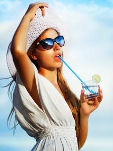 летом за кожей лица нужен особый уход